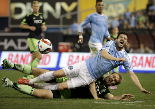 Martins scores twice, Dempsey adds another as Sounders roll
