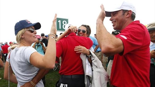 Lindsey Vonn (L) and her boyfriend Tiger Woods greet Matt Kuchar at the Presidents Cup (Reuters)