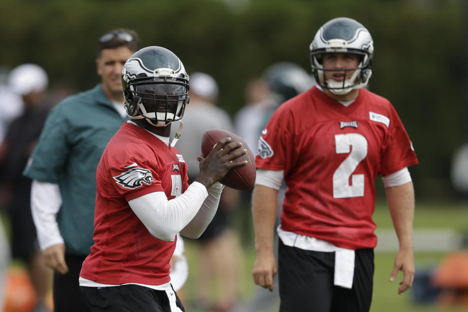 QB Vick practices again, moves closer to return