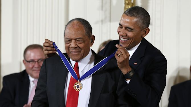President Barack Obama presents the Presidential Medal of Freedom to Willie Mays during a ceremony in the East Room of the White House Tuesday, Nov. 24, 2015, in Washington. Obama is recognizing 17 Americans with the nation's highest civilian award, including giants of the entertainment industry such as Barbra Streisand and Steven Spielberg, baseball legends Mays and Yogi Berra, and politicians, activists and government innovators. (AP Photo/Evan Vucci)