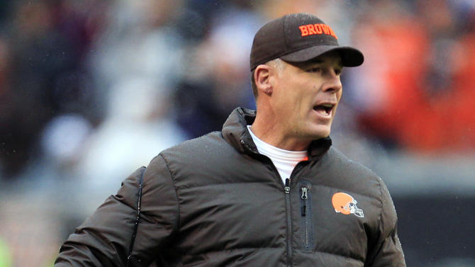Cleveland Browns head coach Pat Shurmur yells from the sidelines in the third quarter of an NFL football game against the Kansas City Chiefs, Sunday, Dec. 9, 2012, in Cleveland. (AP Photo/Tony Dejak)