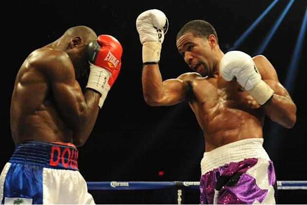 Lamont Peterson v Dierry Jean