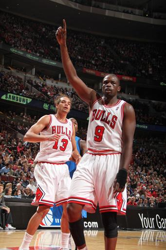 Deng leads Bulls over Mavericks 93-83