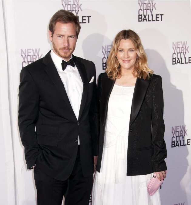 **File Photos*** DREW BARRYMORE IS A MUMDREW BARRYMORE has become a first-time mum.  The Charlie's Angels star gave birth to baby girl Olive last week (26Sep12), three months after she wed the chi