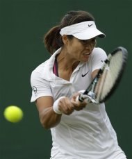 Li Na of China plays a returns to Sorana Cirstea of Romania during a second round women's singles match at the All England Lawn Tennis Championships at Wimbledon, England, Wednesday, June 27, 2012. (AP Photo/Sang Tan)