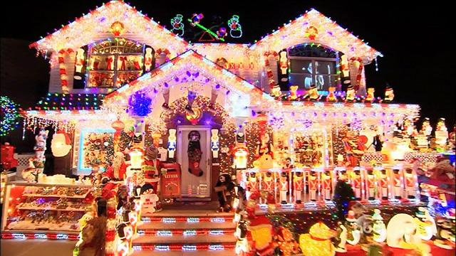 Family's Amazing Christmas Light Display