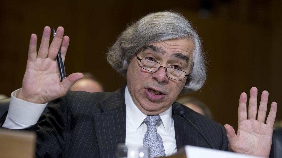 Moniz backs natural gas 'revolution'