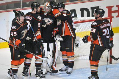 NHL playoff scores 2015: Ducks stay perfect in shutout win, Lightning rout Canadiens