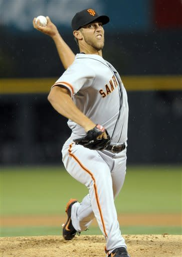 Bumgarner's bat helps Giants to 9-8 win