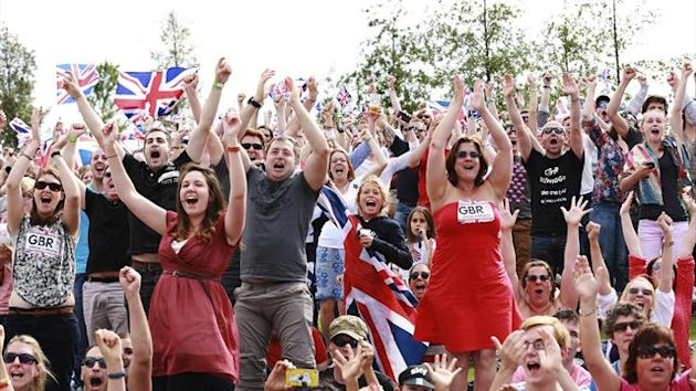 Fans cheer Bradley Wiggins on