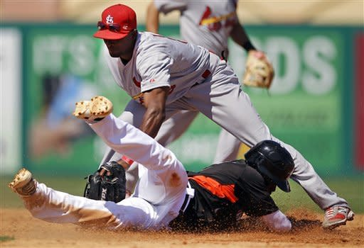 Wainwright throws 5 sharp innings, Cards top Miami