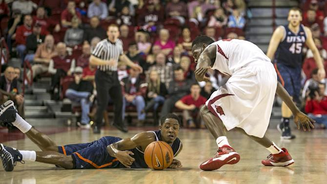 Portis leads Arkansas to 7th-straight win