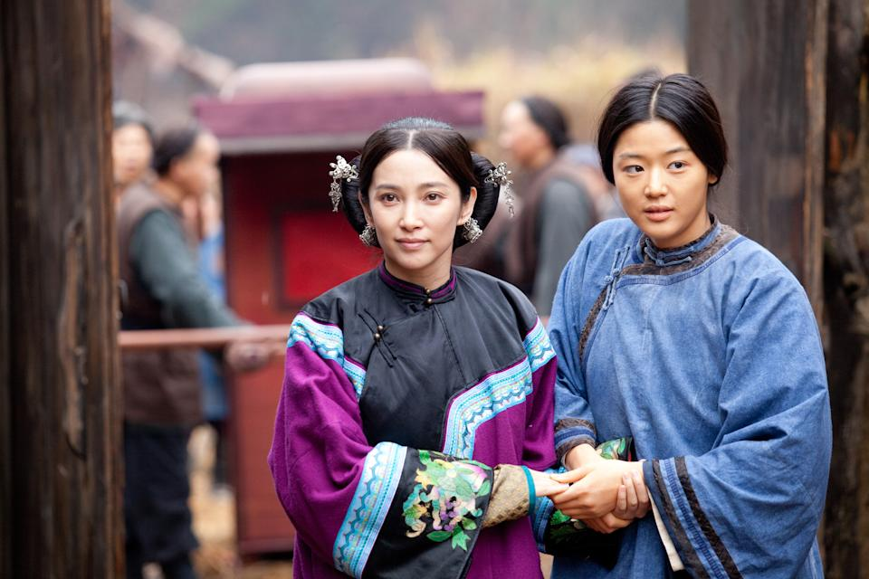 "In this film publicity image released by Fox Searchlight Pictures, Li Bing Bing, left, and Gianna Jun are shown in a scene from ""Snow Flower and the Secret Fan."" (AP Photo/Fox Searchlight Pictures)"