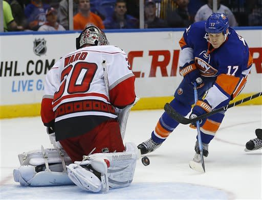 Hurricanes score 4 in 3rd, rally past Isles 6-4
