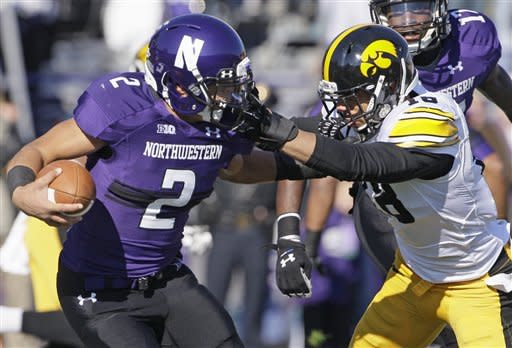 Northwestern bounces back, beats Iowa 28-17