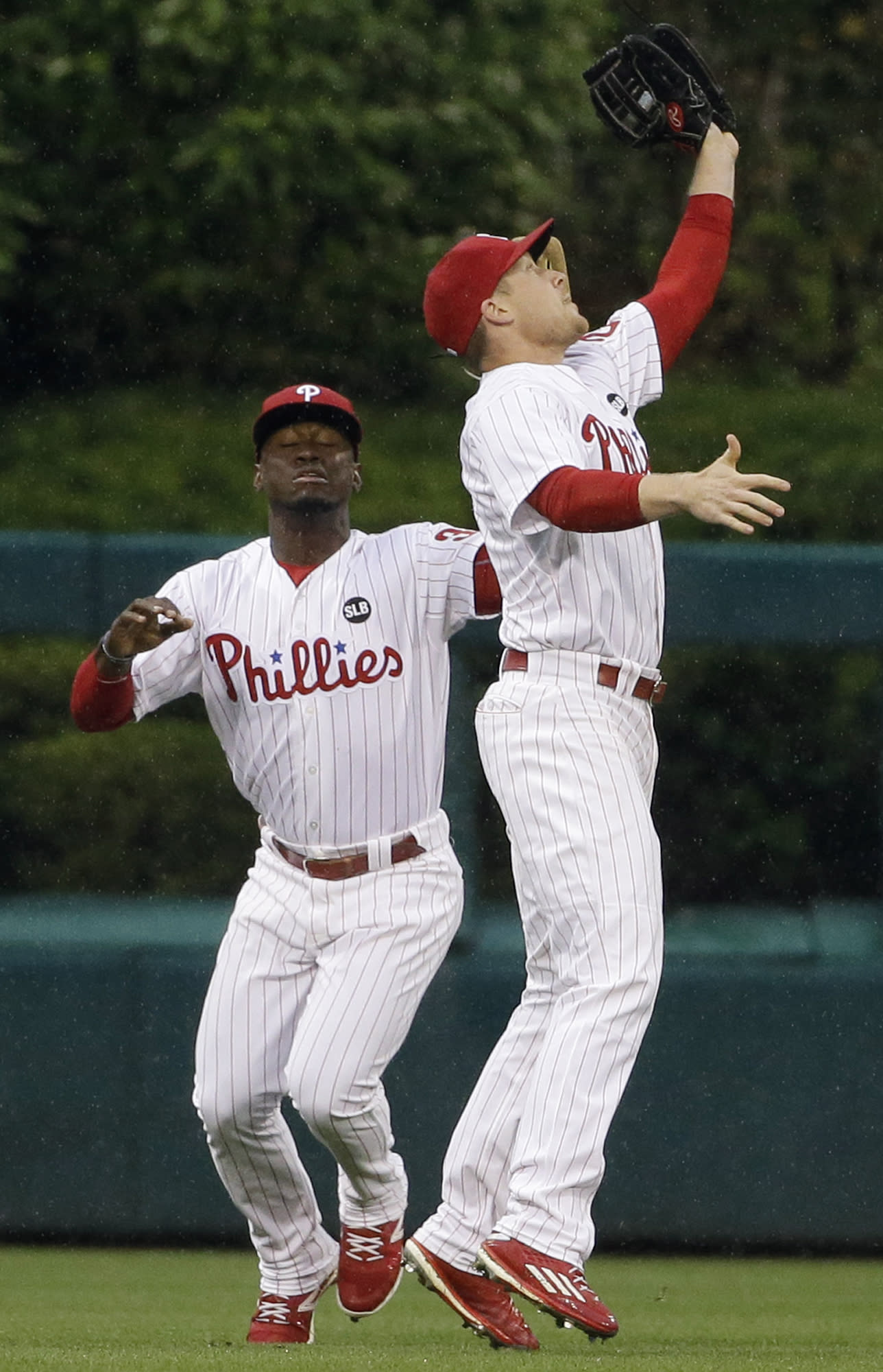 Ruf's walkoff single leads Phillies past Reds, 5-4