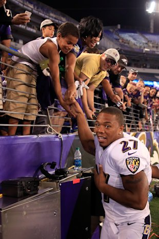 Ray Rice of the Ravens shakes hands with Ravens fans (Photo by Rob Carr/Getty Images)