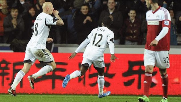 2014Swansea City's Jonjo Shelvey (L) celebrates scoring a goal against Fulham during their English Premier League match at the Liberty Stadium in Swansea