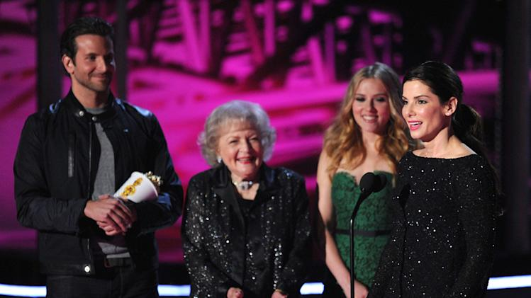 MTV Movie Awards Show Photos 2010 Bradley Cooper Betty White Scarlett Johansson Sandra Bullock