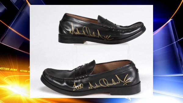 Stolen Michael Jackson shoes returned to owner