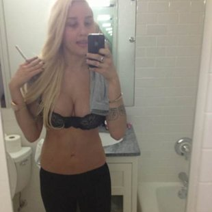 Amanda Bynes shows off her body in just a bra on April 30, 2013  -- Twitter