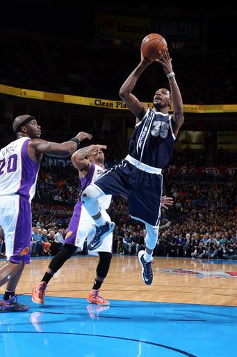 Durant and Westbrook lift Thunder over Suns