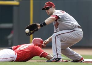 Wild pitches help Reds edge Diamondbacks 2-1