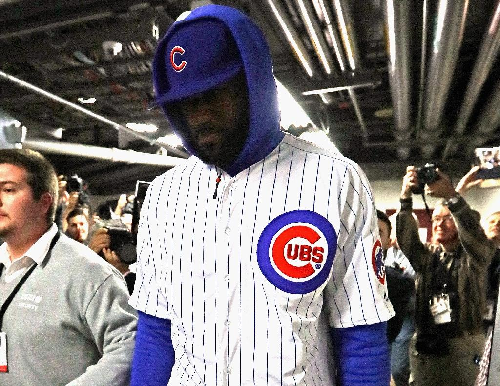 James makes good on wager, wears Cubs kit to Bulls game