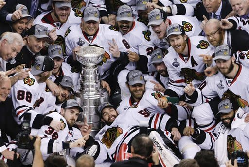 Blackhawks stage late rally to win Stanley Cup
