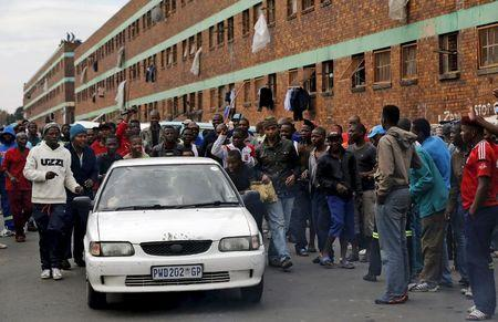 South Africa's Zuma visits immigrants displaced by anti-foreigner violence