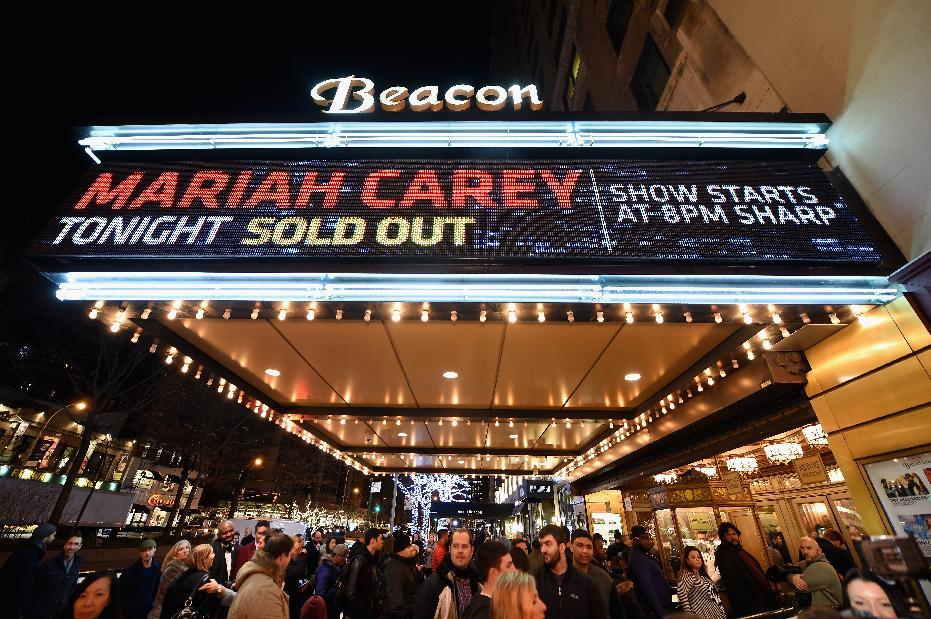 With New York shows, Mariah Carey thrives on Christmas