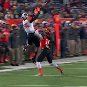 Reese's Senior Bowl: Central Arkansis wide receiver Dezmin Lewis' great grab on 4th down