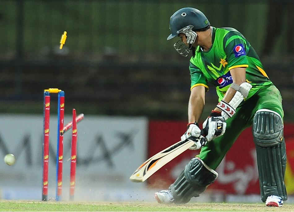 Pakistan cricketer Azhar Ali gets dismis
