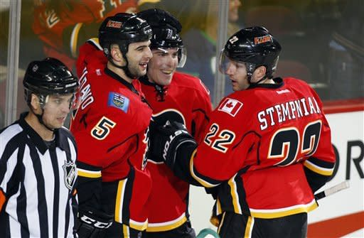Cammalleri scores twice, Flames beat Canucks