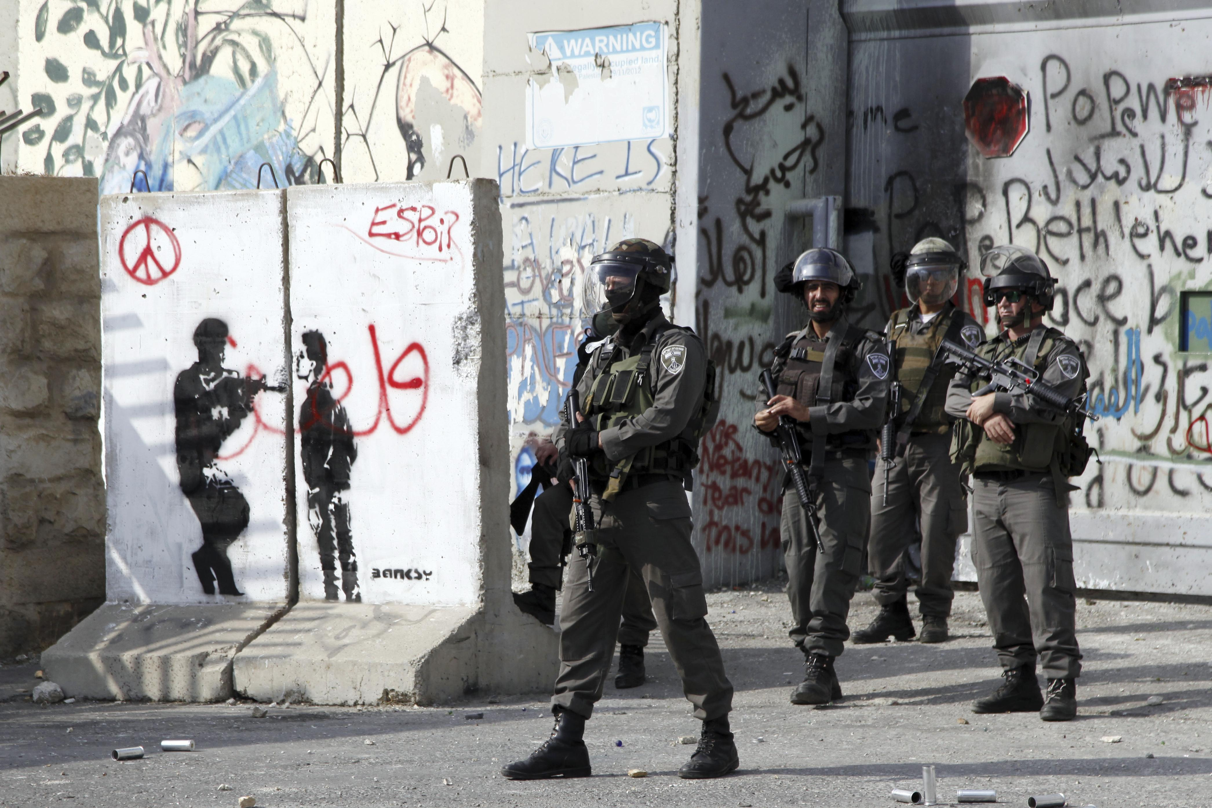 Palestinian kills 2 Israelis, wounds toddler in Jerusalem