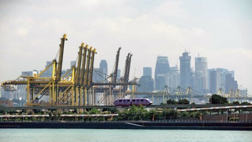 <p>Singapore's economy grew in the fourth quarter, avoiding a technical recession despite disappointing growth figures for 2012, government data showed on Wednesday.</p>
