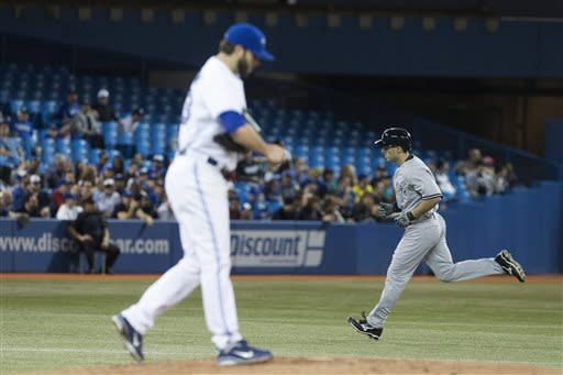 Pettitte earns win as Yankees beat Blue Jays 9-4