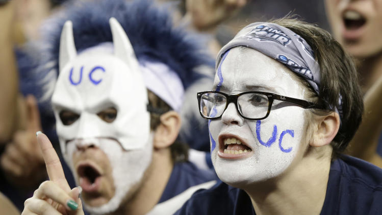 Connecticut fans cheer before the NCAA Final Four tournament college basketball championship game against Kentucky Monday, April 7, 2014, in Arlington, Texas. (AP Photo/Tony Gutierrez)