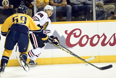 This Patrick Kane spin-o-rama assist is just ridiculous