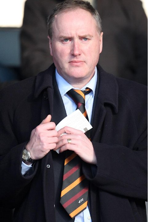 Motherwell vice-chairman Derek Weir is stepping down