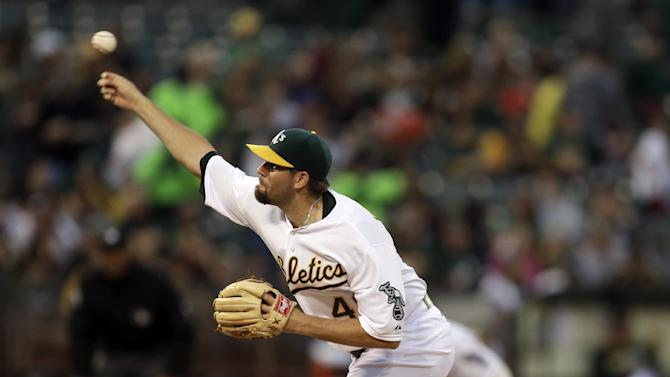 Hammel snaps losing skid, leads A's past Rays 3-0