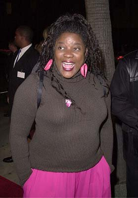 Premiere: Loretta Devine at the Beverly Hills premiere of 20th Century Fox's Men of Honor - 11/1/2000