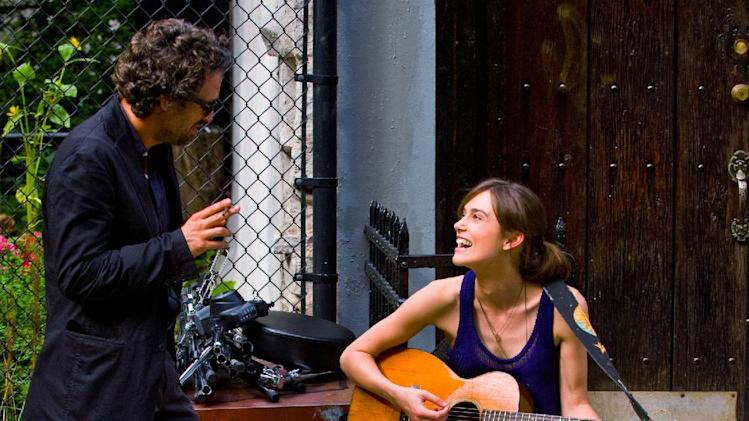 "This image released by The Weinstein Company shows Mark Ruffalo, left, and Keira Knightley in a scene from ""Begin Again."" (AP Photo/The Weinstein Company, Andrew Schwartz)"