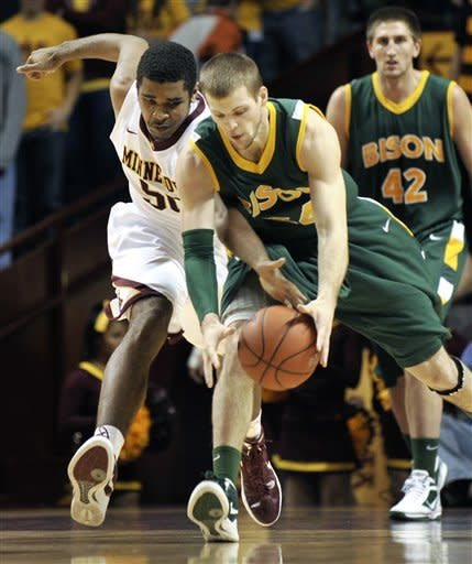 Sampson, Gophers edge North Dakota State 63-59