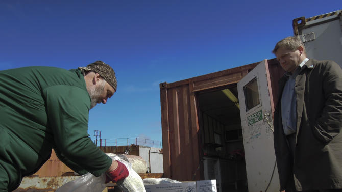 Outlaw fleet scoops squid from Argentine waters