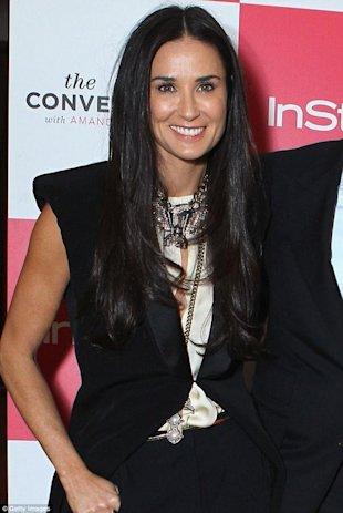 Demi Moore radiante via Daily Mail
