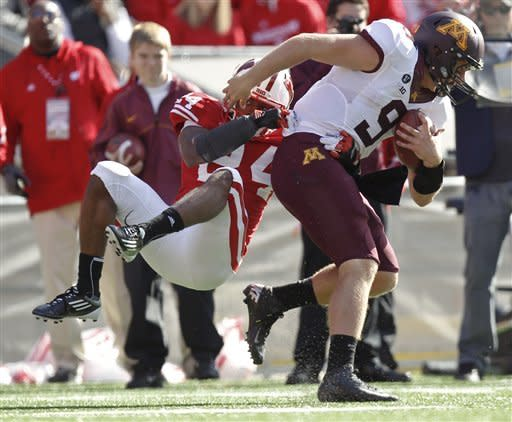 White tramples Minnesota in 38-13 win by Wisconsin