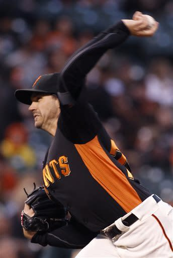 Sandoval returns to lineup for Giants against A's
