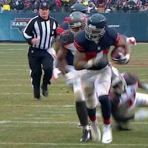Chicago Bears running back Matt Forte breaks the defense for a 13-yard TD