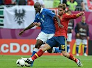 Spanish defender Sergio Ramos (R) vies with Italian forward Mario Balotelli during the Euro 2012 championships football match Spain vs Italy at the Gdansk Arena. The match ended in a 1-1 draw